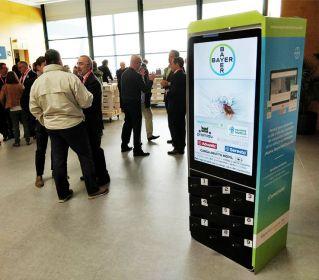 Locker de carga de celulares con pantalla