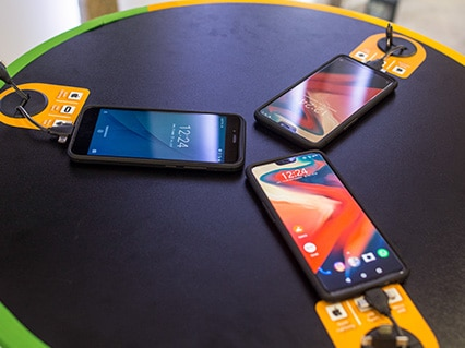 Cargador de celulares para bares